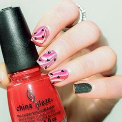 手绘粉色白色黑色方圆形爱心水波纹美甲图片