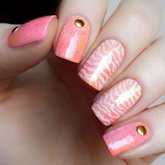 粉色白色方圆形暖暖水波纹美甲图片