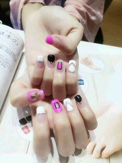方圆形粉色黑色简约可爱韩式 简约 清新 玫红 黑白 美甲图片