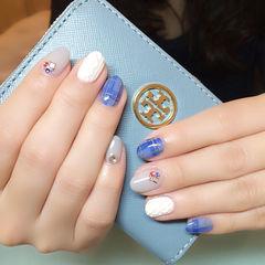 蓝色手绘圆形海蓝格纹毛衣款美甲图片