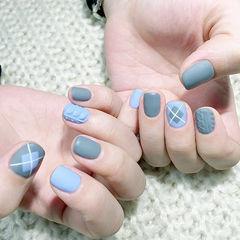 毛衣甲蓝色格纹方圆形美甲图片