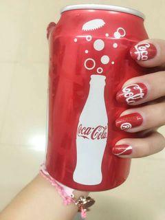 红圆形手绘好喜欢的可口可乐美甲图片