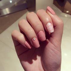 方圆形简约韩式粉裸美甲图片
