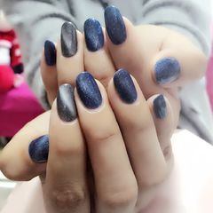 圆形韩式蓝银星空蓝色加上极光猫眼,完美演绎,手白秘诀哦美甲图片