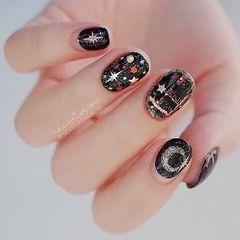 圆形可爱韩式金色黑色美甲图片