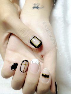 圆形法式韩式黑色白色酷酷美甲图片