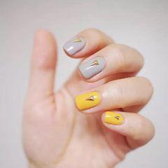 方形简约韩式黄色灰色美甲图片