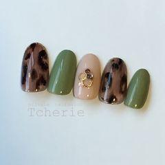 手绘豹纹秋冬绿色美甲图片