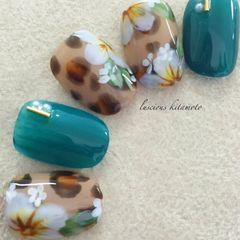 豹纹花朵手绘白色日式美甲图片