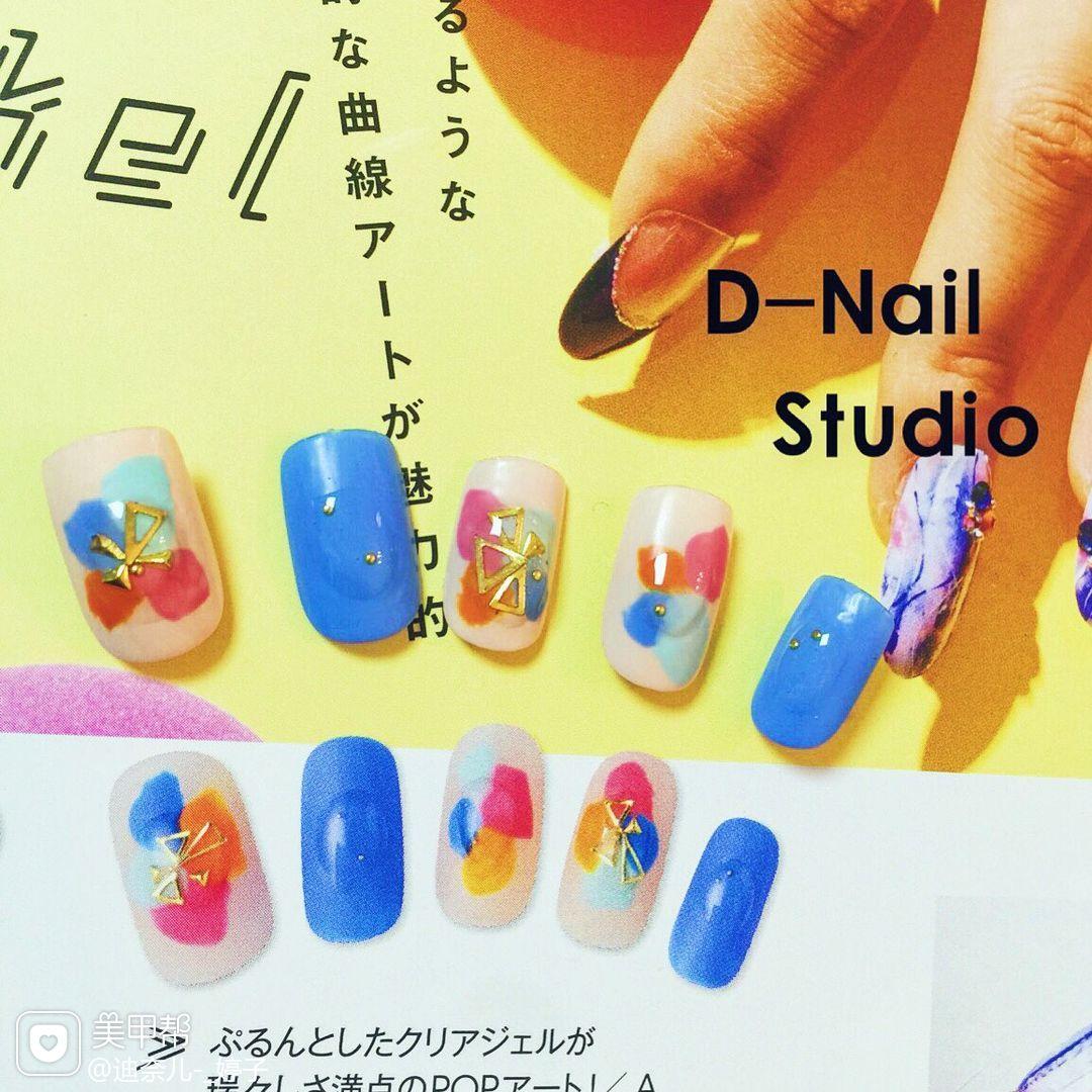 方圆形日式蓝色随意夏天美甲图片