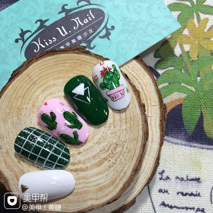 圆形日式绿色甲片仙人掌手绘格纹白色仙人掌美甲图片