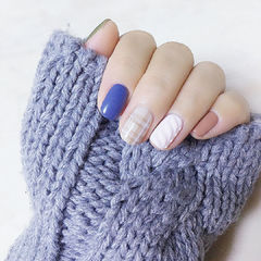 蓝色裸色毛衣格纹冬天圆形手绘美甲图片