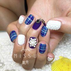方圆形蓝色紫色格纹手绘毛衣美甲图片