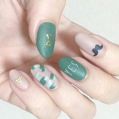 磨砂绿色迷彩字母手绘美甲图片