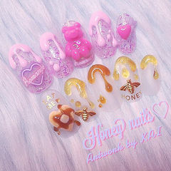 日式粉色立体雕花小熊原宿风甜品美甲图片