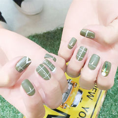 绿色磨砂线条手绘美甲图片
