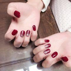 圆形简约红色磨砂闪粉17新年款美甲图片