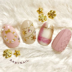 毛衣粉色格纹珍珠亮片甲片美甲图片