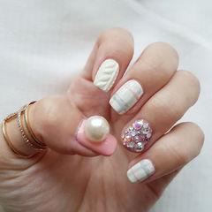 格纹白色粉色毛衣钻饰珍珠手绘美甲图片