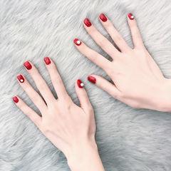 红色简约珍珠达人崔塔塔哒夫人美甲图片