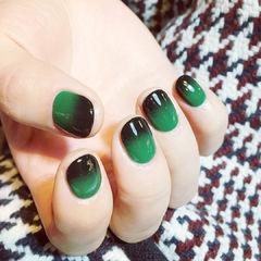 渐变黑色绿色简约圆形达人崔塔塔哒夫人美甲图片