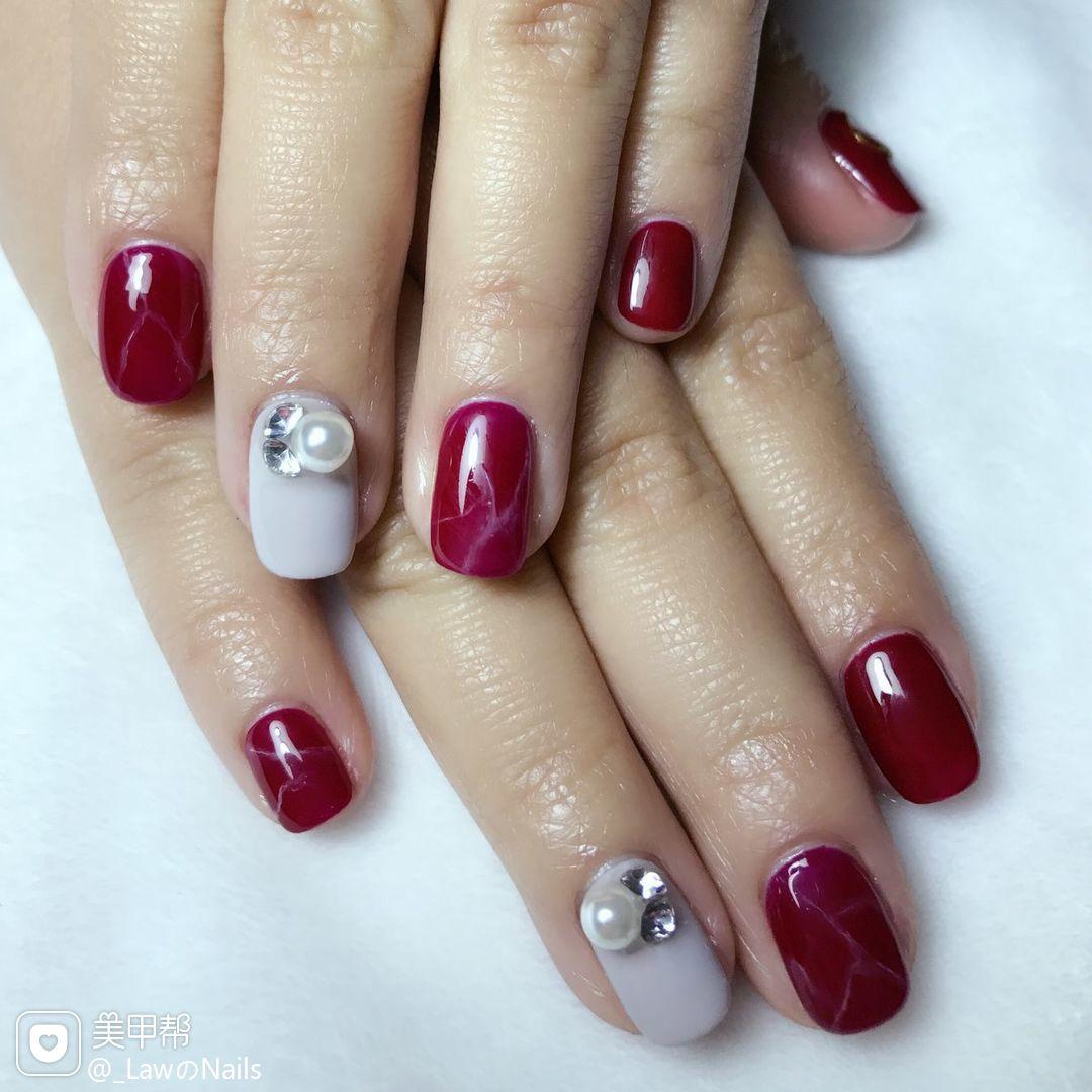 方圆形红色珍珠灰色简约美甲图片
