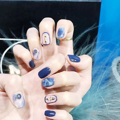 蓝色包边韩式铆钉达人崔塔塔哒夫人美甲图片