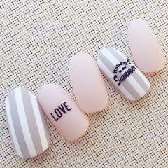 粉色灰色简约条纹贴纸上班族美甲图片