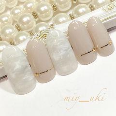 圆形日式裸色白色简约上班族金银线裸色系美甲美甲图片