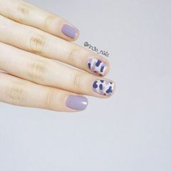 方圆形紫色手绘韩式迷彩美甲图片