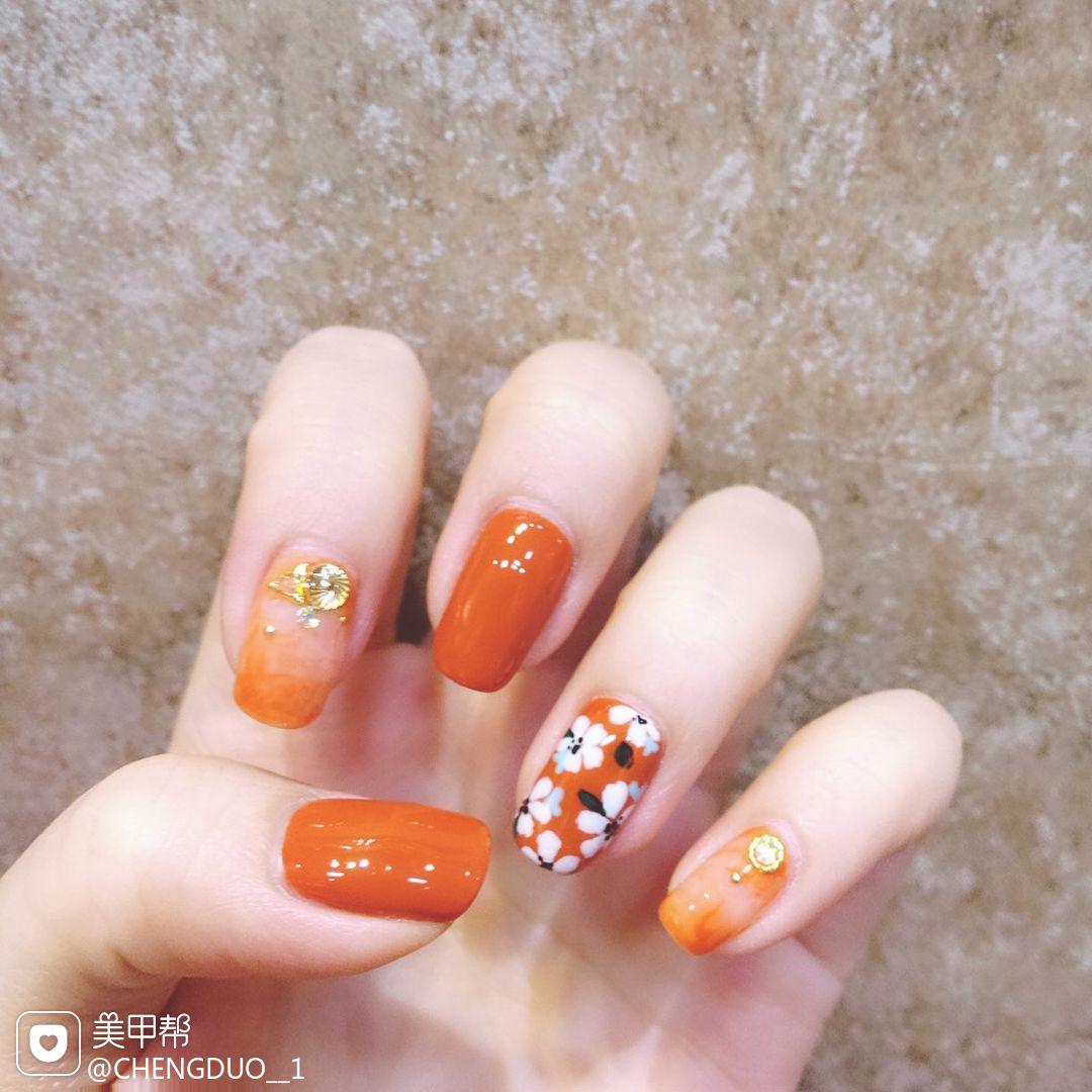 方圆形日式手绘花朵橙色南瓜色南瓜色美甲南瓜色!美甲图片