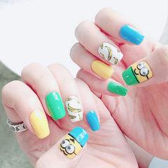 方形蓝色黄色绿色白色夏天手绘水果香蕉小黄人卡通可爱美甲图片