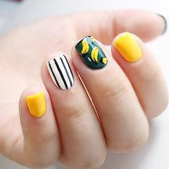 黑色白色黄色方形夏天手绘水果香蕉条纹美甲图片