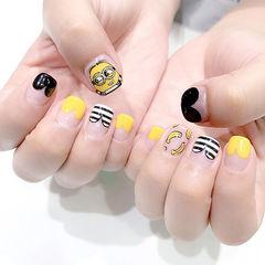 方圆形黄色黑色法式心形条纹小黄人卡通可爱水果香蕉店铺热门爆款美甲图片