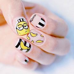 方形黑色黄色小黄人可爱水果香蕉条纹店铺热门爆款美甲图片