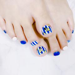 脚部蓝色白色跳色条纹可爱香蕉夏天美甲图片