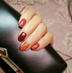 方圆形日式手绘红色橙色南瓜色美甲南瓜色晕染美甲图片