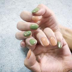 圆形绿色南瓜色跳色美甲图片