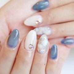 圆形蓝色白色日式金箔美甲图片