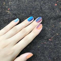 磨砂渐变蓝色橘色竖形渐变款美甲图片