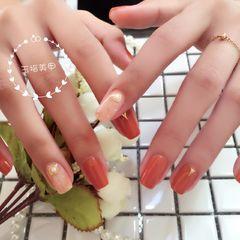 方形南瓜色珍珠金属饰品美甲图片