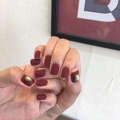 酒红色磨砂简约纯色纯色也百变酒红色美甲新年热门款达人崔塔塔哒夫人美甲图片