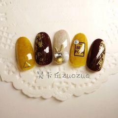 圆形黄色金属饰品钻金箔达人吴卡丘美甲图片
