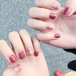 方圆形裸色红色线条磨砂短指甲短指甲专题短甲新年款短圆指甲款美甲图片