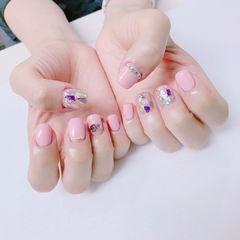 方圆形粉色钻贝壳片金箔美甲图片