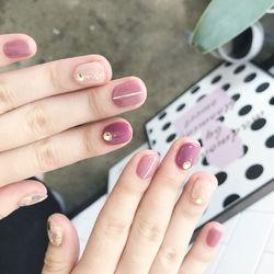 圆形粉色豆沙色金银线钻短指甲短指甲专题豆沙色美甲短甲新年款短圆指甲款美甲图片