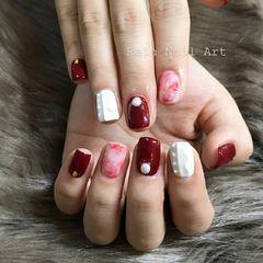 方形可爱手绘红色白色晕染毛衣纹美甲图片