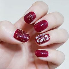 圆形红色贝壳片新娘美甲图片
