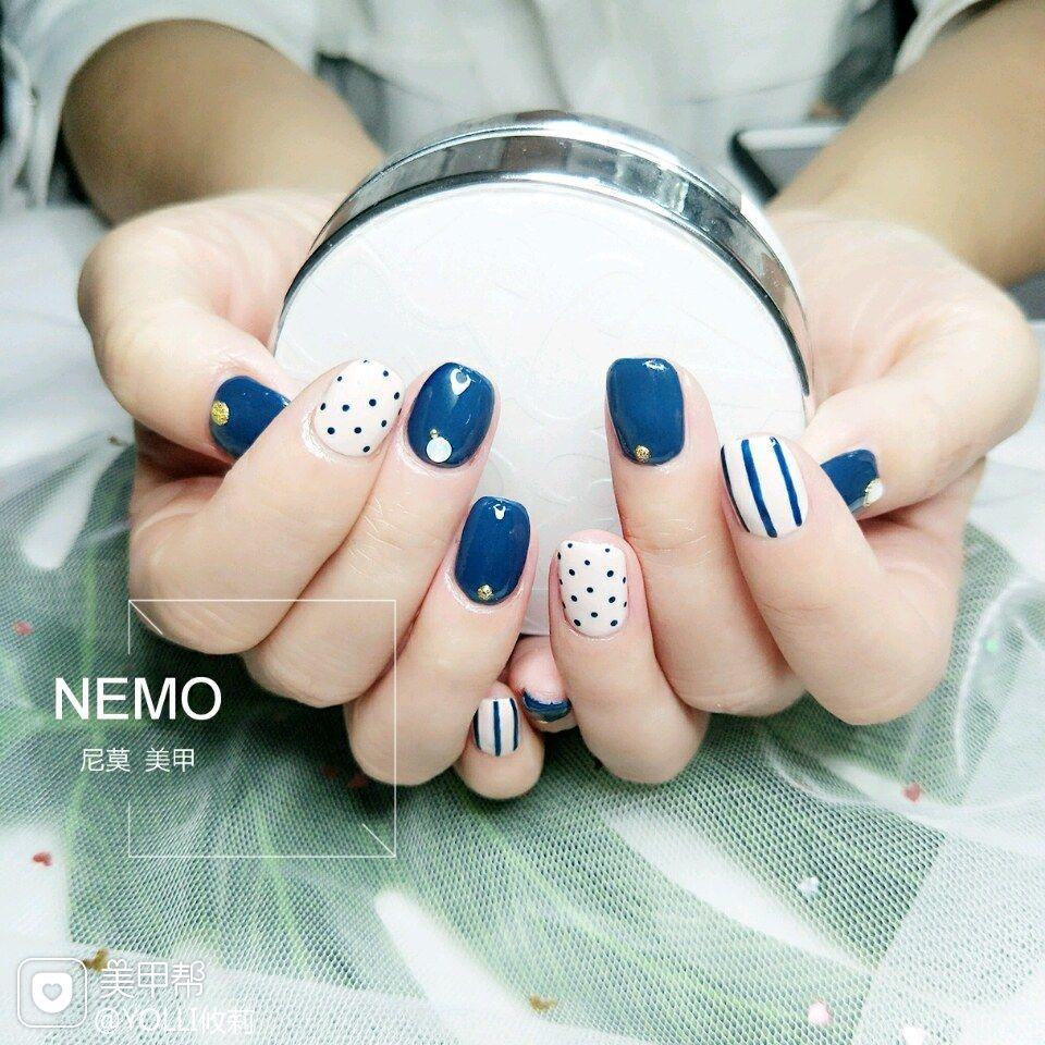 方形简约可爱蓝色条纹波点美甲图片