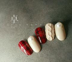 简约日式圆形红色白色毛衣纹线条格子美甲图片